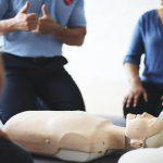 Het levensreddende belang van reanimatiepoppen